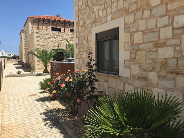House - 500 m from the beach - Chersonissos