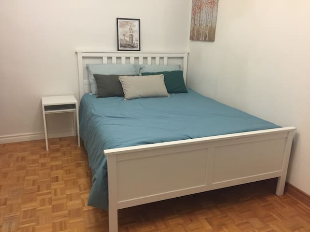 UT/DT/downtown/clean spacious/queen bed/subway