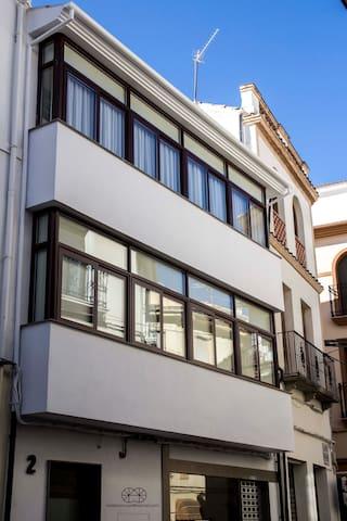 TANDEM HOUSE