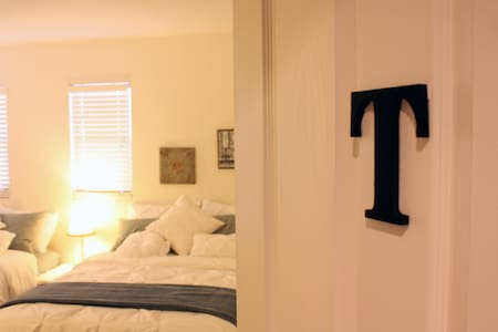 10Min Strip. Private & Comfortable Twin Bed Room