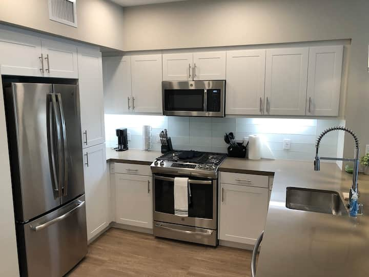 BRAND NEW LUXURY 1BD NEAR ORANGE COUNTY AIRPORT!