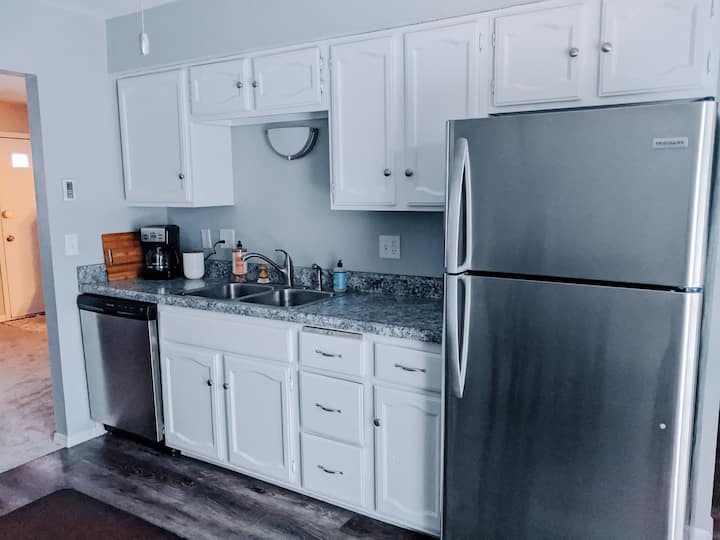 New! Cozy Fishlock Apartment (free wine & coffee)