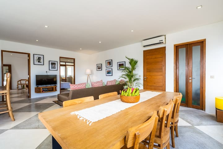 A4 Stylish 2bd Apartment, Pool - Canggu Beach