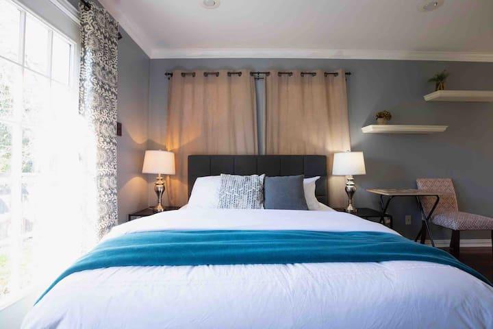 Casper mattress with plush linens and comforter