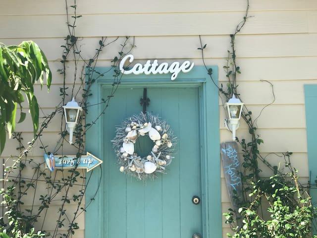 Michelle's Cottage1:  2.5 mi to SIESTA KEY BEACH