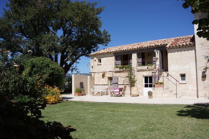 Le Logis en Provence (6 personnes sur 2 niveaux)