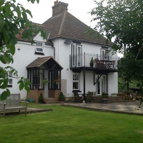 Elm Hse B&B 2 rooms Double +Single - Oare, Faversham  - Bed & Breakfast