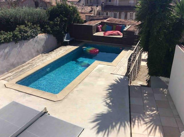 Pour 4 face à la piscine