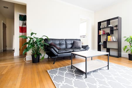 Sunny & spacious in Wayland Square - Providence - Apartament
