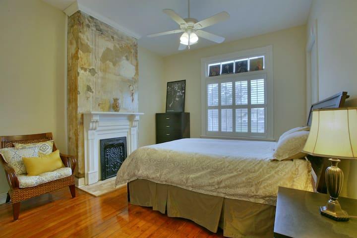 Comfy room in historic uptown Nola