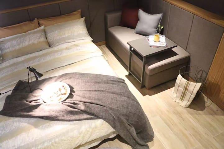 上海南京路外滩民宿大床房一居室