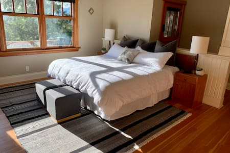Guest Suite on Bowen Island Acreage - North Room