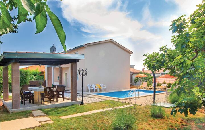 Awesome home in Pula with WiFi and 4 Bedrooms