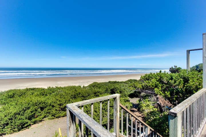 Oceanside Big Stump Beach getaway - dog-friendly, romantic, and cozy!