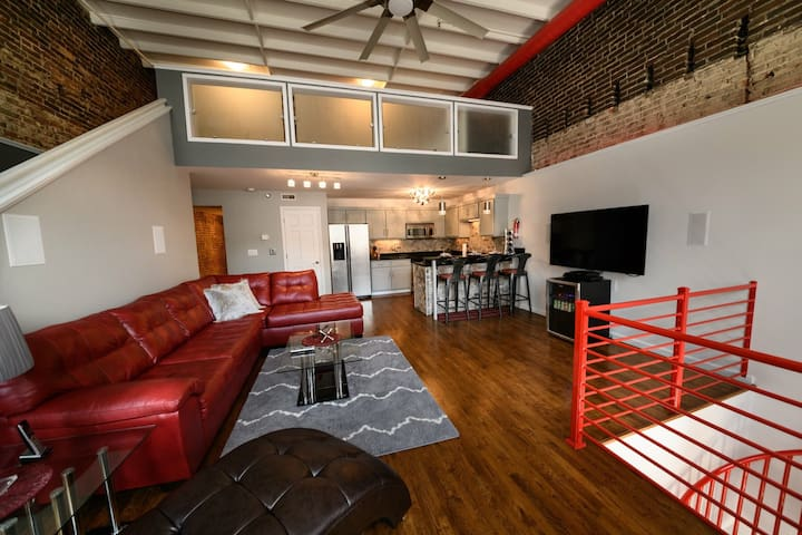 Historical Riverloft Luxury Condo