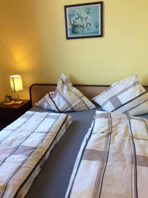 Doppelbett in Zimmer Nr 2