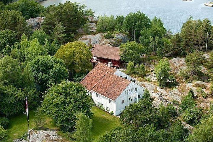 Aageroya mellom Lillesand - Kristiansand -  Norge