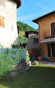 Garten und Souterrainzimmer Zuino - Gargnano - House