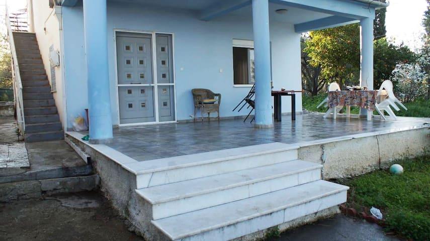PERSEFONI'S HOUSE: ΙΔΑΝΙΚΟ ΓΙΑ ΔΙΑΚΟΠΕΣ