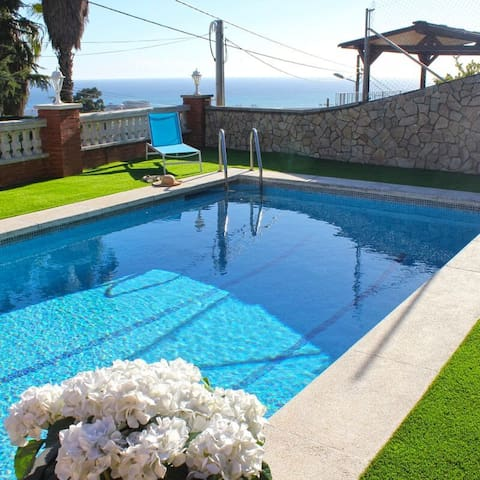 Villa with private pool and beach - Santa Susanna (costa brava)