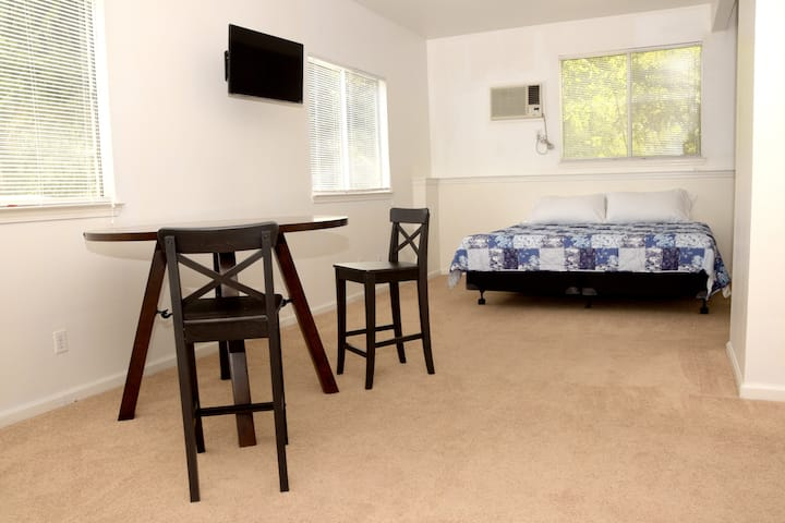 Cozy Private Suite Nestled in Beautiful Fair Oaks!
