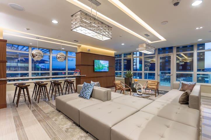 Rainey Street Modern Studio by Convention Center - Austin - Appartamento