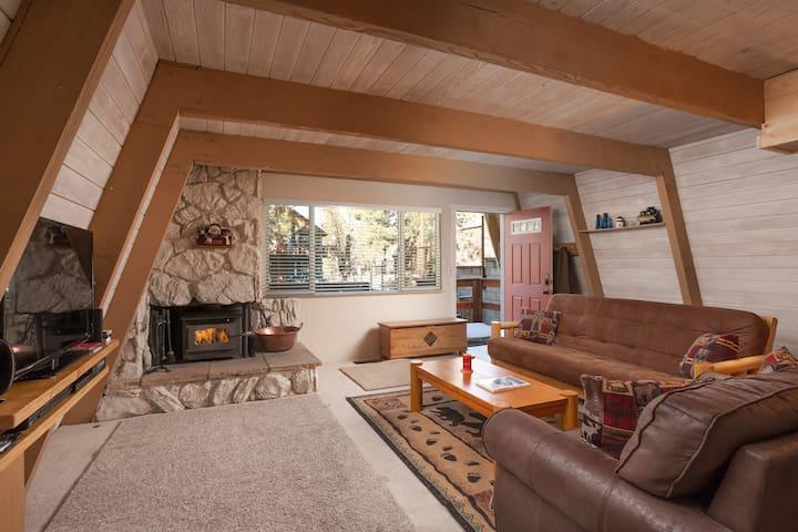"""Vista Villetta"" New spa, cable, wifi, fireplace. - Big Bear Lake - Dům"