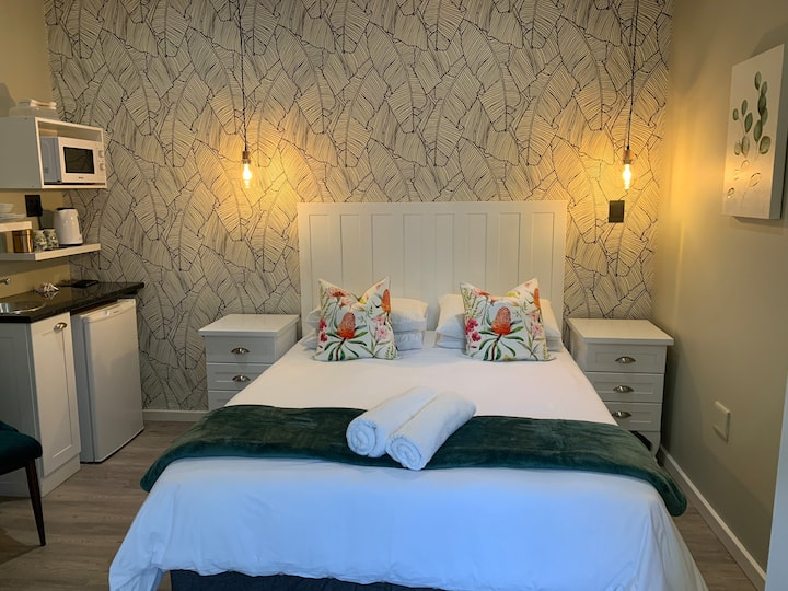 Luxurious Cycad Guest Room in a private Estate