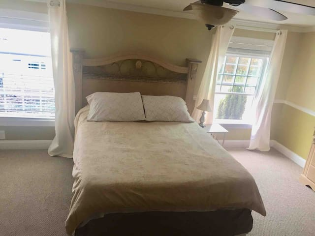Spacious room + private bathroom & double closet!