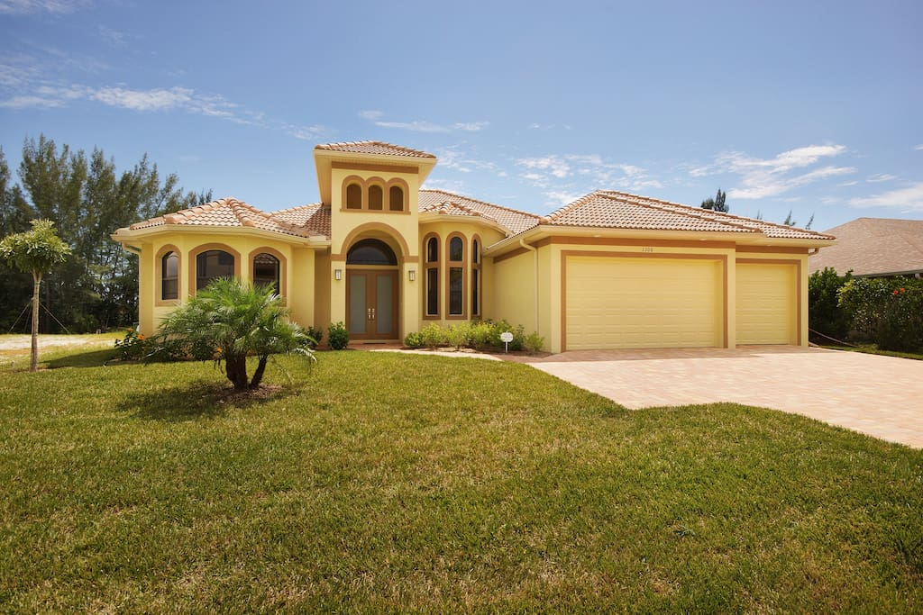 Willkommen In Der Villa Majestic Apartments For Rent In Cape Coral Florida United States