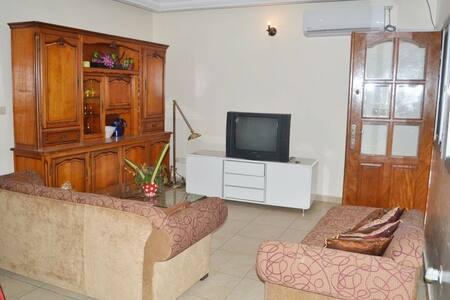 Bel appart meublé 3 ch à Logpom-Gabon bar rive G