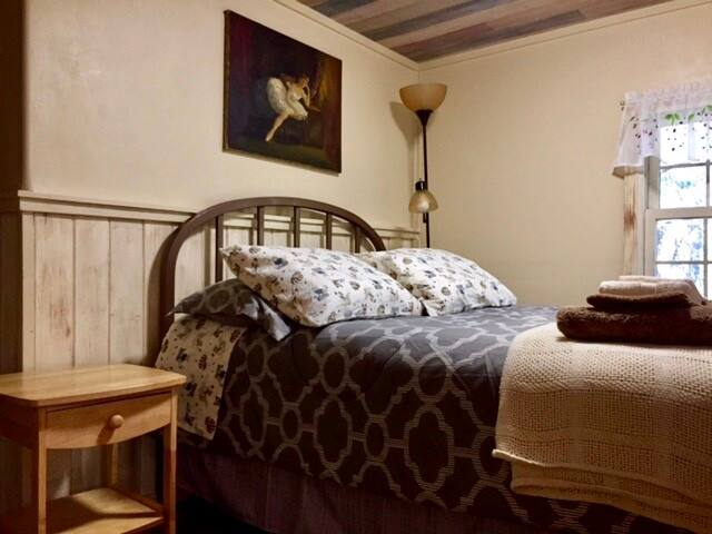 Santa Fe Getaway, Private Suite under the Mesa