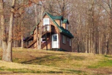 Quiet Hillside Cottage, Near Illinois River