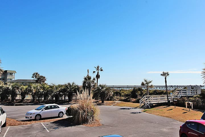 Oceanfront Condo ☼ Steps to Beach ☼ Lower Level
