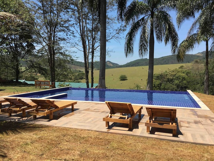 Villa Verde, Chale lírio2 com vista p/ a montanha.
