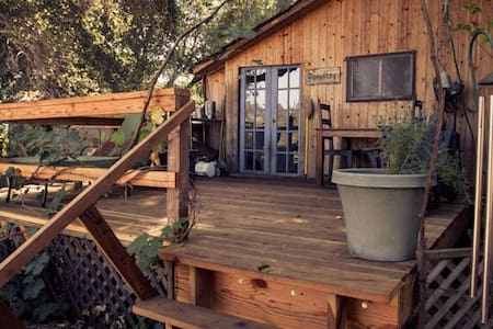 Trendy Topanga Cottage near beach and on trails