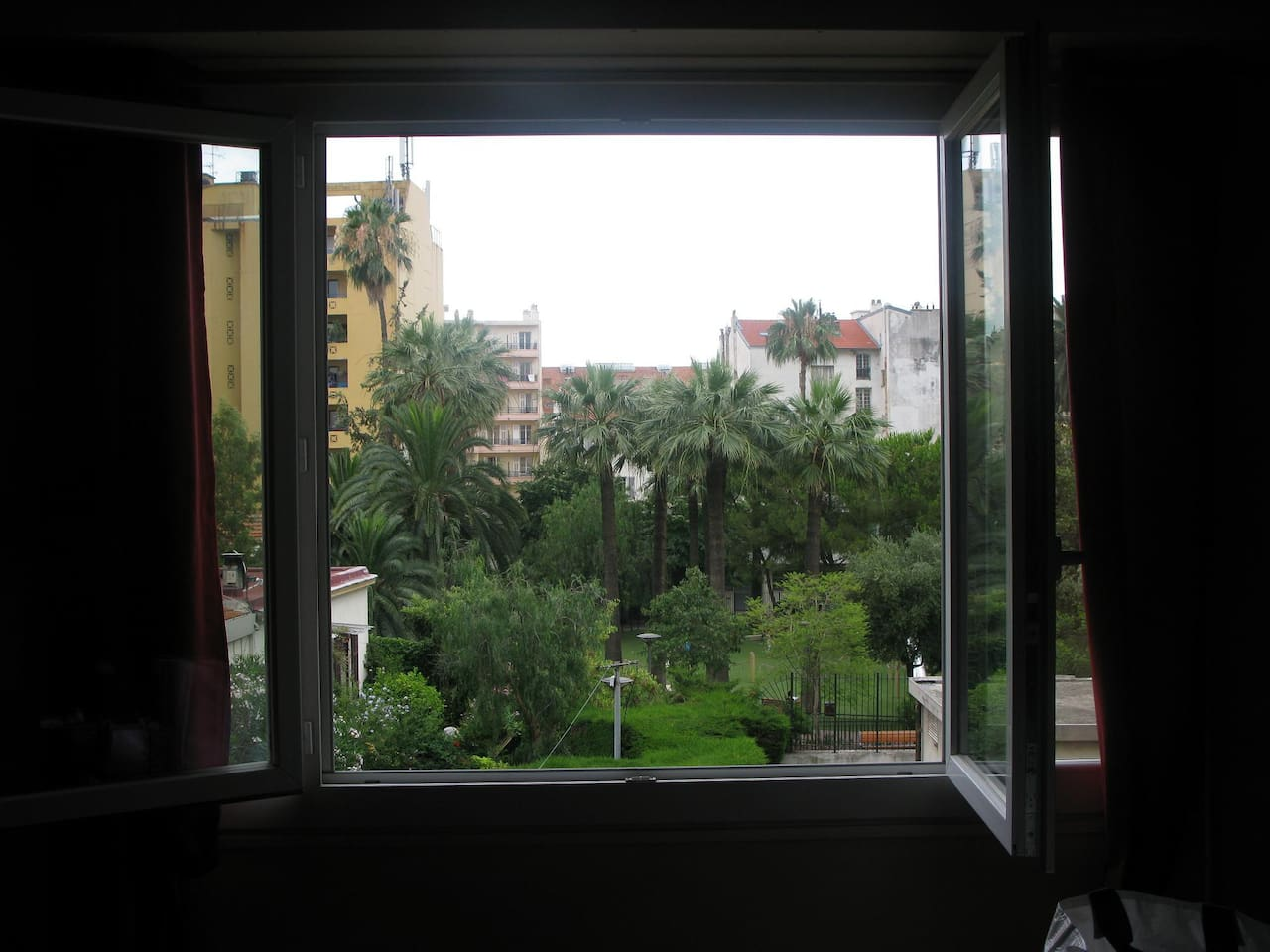 Vue de la chambre 1 / View from 1st bedroom