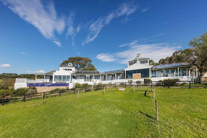 South Hampton Luxury Retreat, pool, spa, bay views