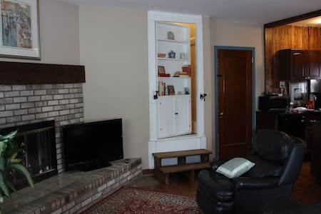 Guest Suite with Secret Passage - Akron - Casa