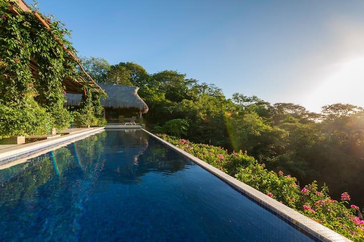 Casa moderna, entorno exótico, piscina privada