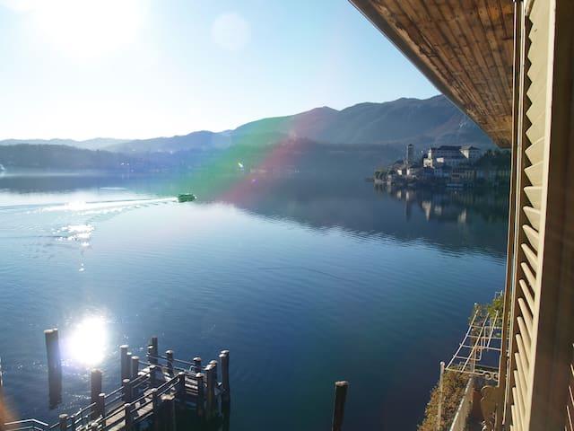 IMBARCADERO , lake and square view