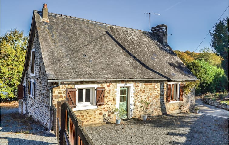 Holiday cottage with 1 bedroom on 72 m² in Chemiré en Charnie