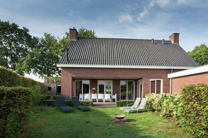 Luxurious holiday home with wellness, in the middle of the North Brabant nature reserve near Leende