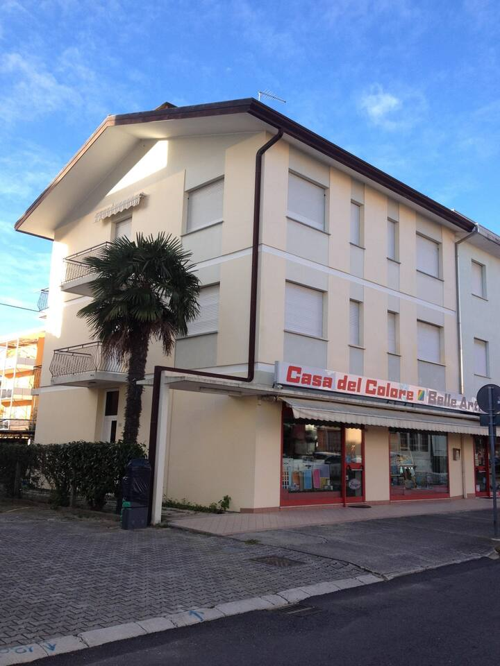 Apt for 5 persons with a/c in Bibione R56491