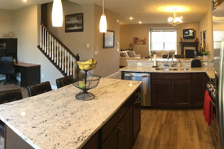 Luxurious Townhome for Super Bowl 2018 - Brooklyn Park - 連棟房屋