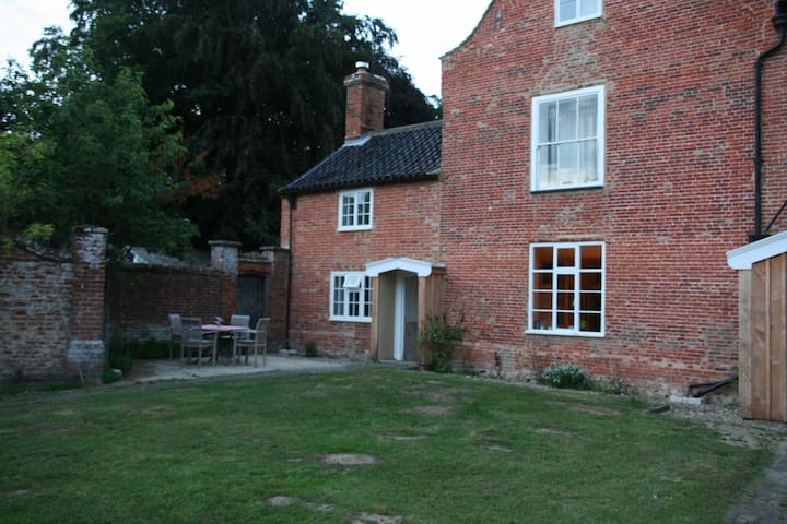 The Buttery at the Grove, Booton - Booton - House