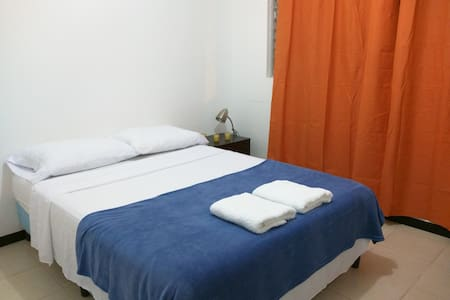 Cozy/Private Room/5km-SJO/Parking/WiFi - Alajuela - House