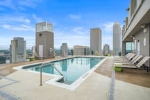 LUXURY HIGH RISE | DOWNTOWN | ROOFTOP POOL & GYM