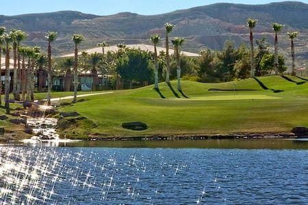 Large Bright-n-Airy Room; Rare Las Vegas Golf View