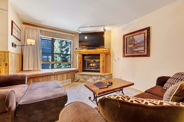 Second-floor condo w/shared hot tub, pool, gym, & incredible views from balcony